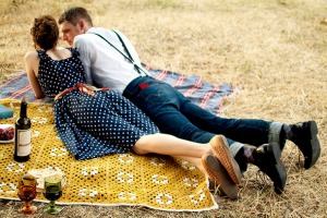 Take her on a picnic | How to Date on a Budget