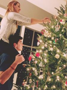 Dating, Christmas, dating tips, relationships, falling in love at Christmas, life hacks, advice, humor, Modern Philosopher